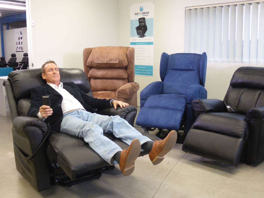 Out & About Healthcare – The Robust 225 Lift Reclining Chair
